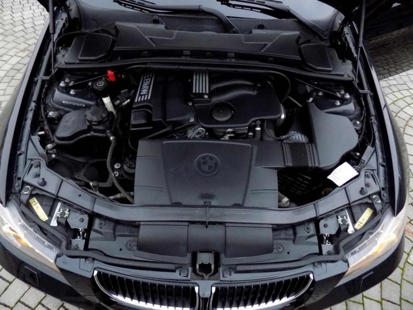 BMW Řada 3 320i Touring Xenon